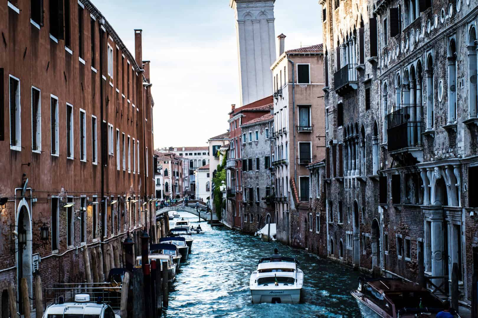 travelling solo to venice